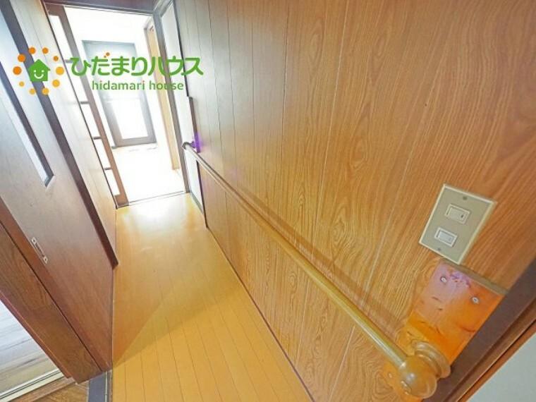 廊下にも手すりが付いており、ご高齢の方も安心です!
