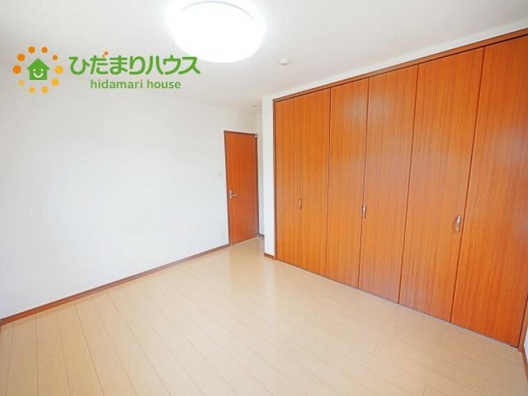 洋室 全室にクローゼットが付いていて、お部屋の住空間もスッキリ広々つかえそうです(^^)/
