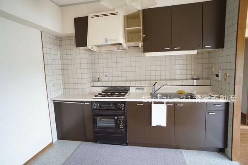 キッチン 収納スペース豊富なキッチン!(2021年07月撮影)