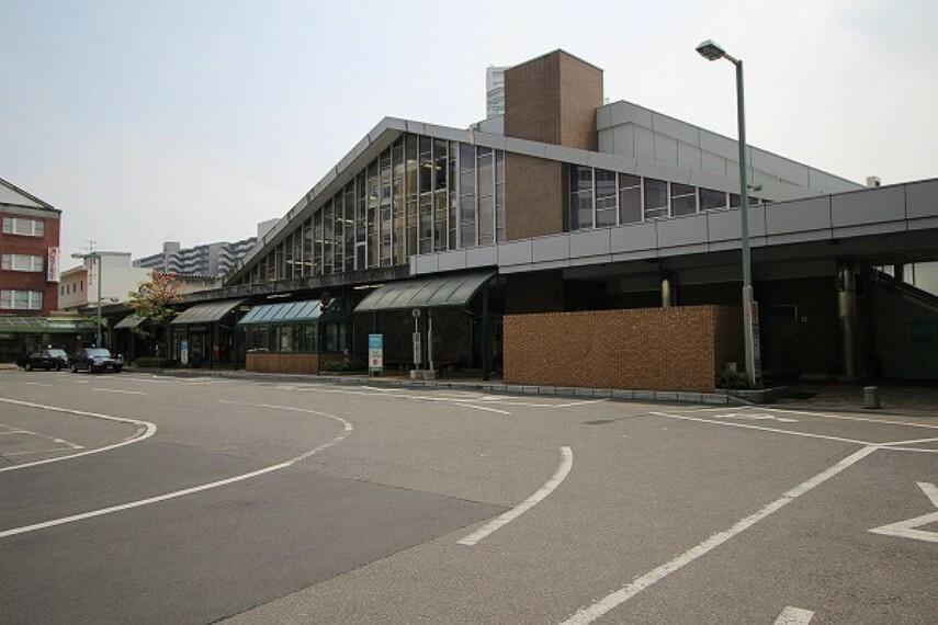 草津駅(JR 東海道本線) 新快速停車駅。東海道本線と草津線の2路線が乗り入れています。