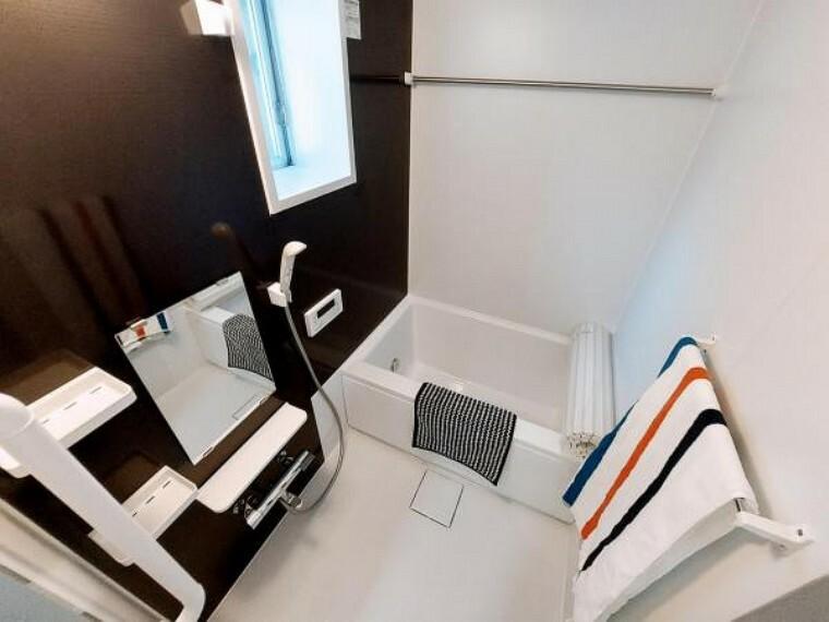 浴室 浴室には窓があり換気もしやすいです。