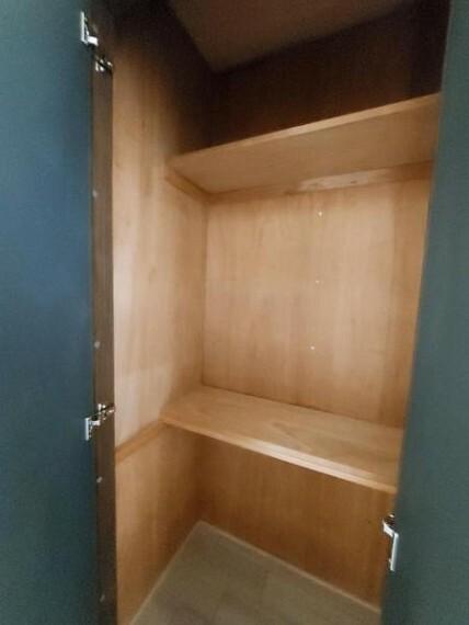収納 廊下にも収納付き。収納が多いのはいいですね。
