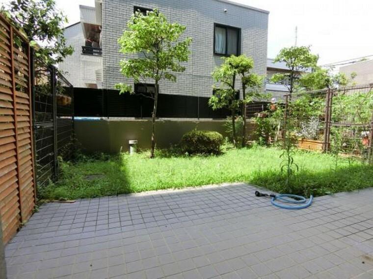 庭 水栓付の専用庭はガーデニングなどに適してます