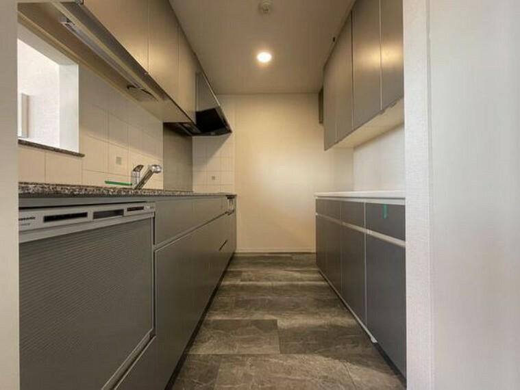 キッチン 「食」の幸せを育むキッチンは心地よい空間であってほしい。使い込むほど好きになるキッチン空間へ。