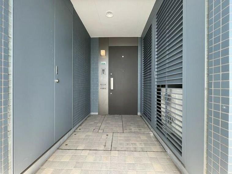 玄関 格調高いデザイン性を持つ玄関は、住む方のプライドを満たすクオリティ。