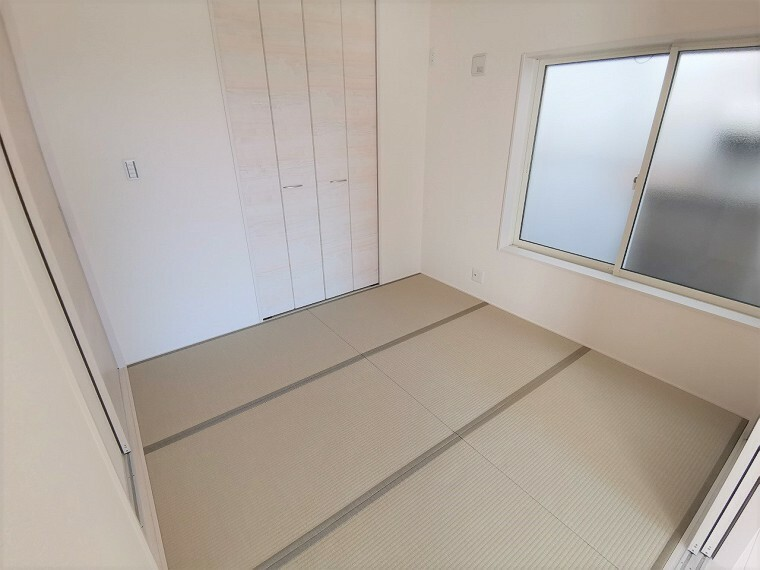 5帖以上の和室は昔ながらの縁(へり)のあるデザイン。ほっと和らぐ和室は客間としてもお子様の遊び場としても最適です