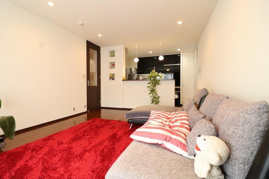 居間・リビング LDK15帖以上あり、広々お使いいただけます。 ※2階部分