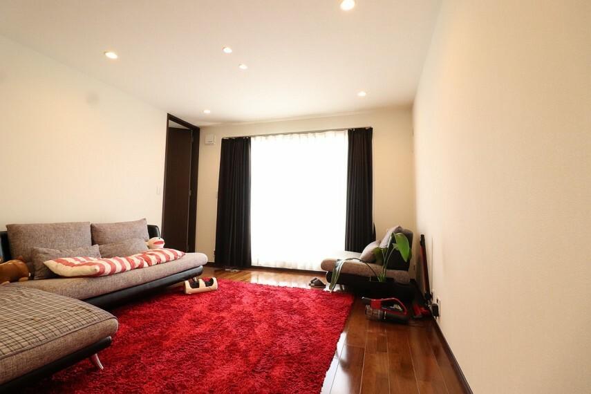 居間・リビング インテリアの映える、広々としたリビングです。 ※2階部分