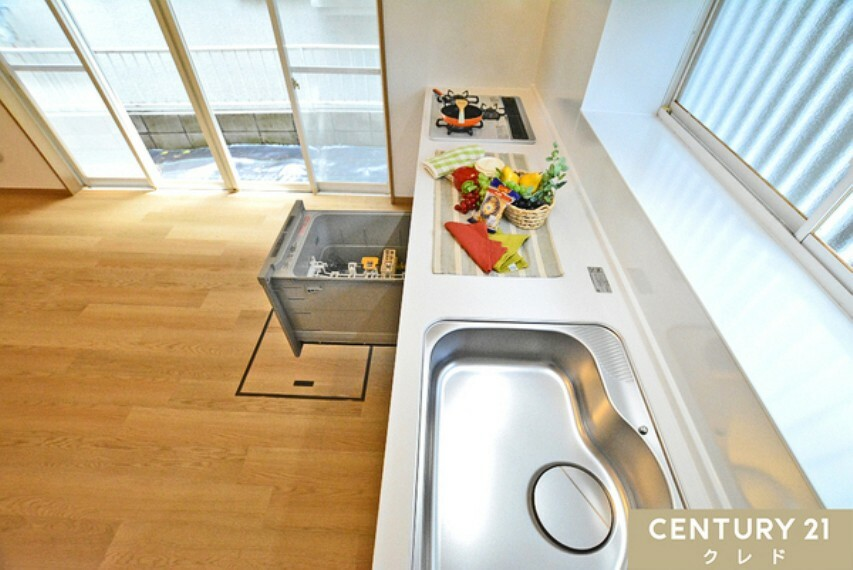 キッチン 広いシンクと調理スペースを兼ね備えたキッチン! ビルトインタイプの食洗器付。 スペースを取らずに食後の後片づけもラクラク行えます!