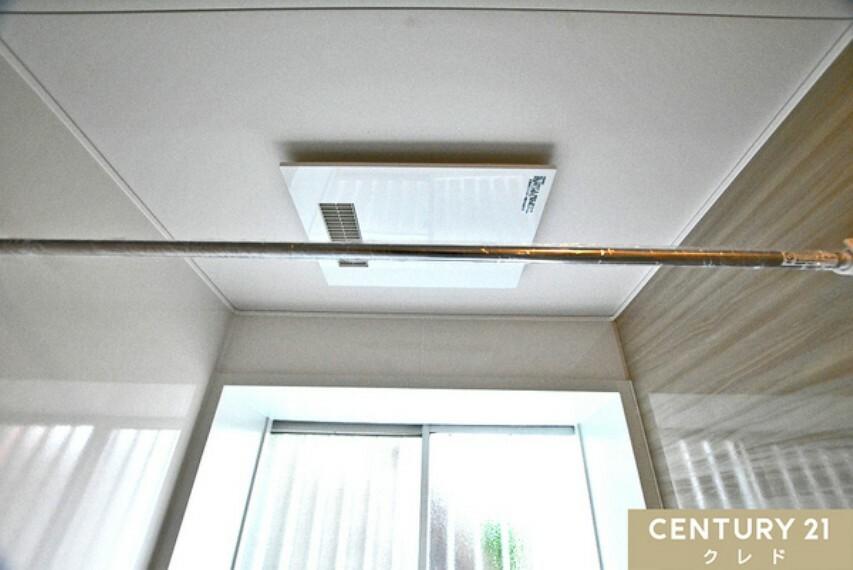 専用部・室内写真 浴室暖房乾燥機! 雨の日のお洗濯物も生乾きの匂いが付かずに干せます。