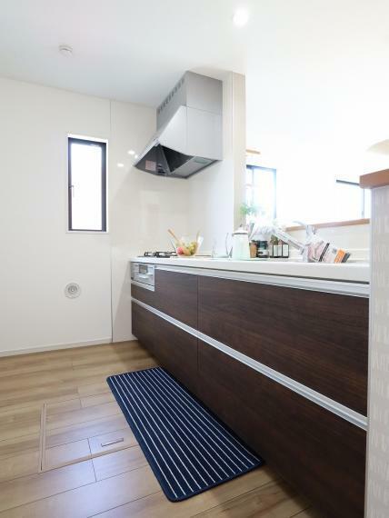 キッチン 【3号棟】システムキッチン・浄水器一体型シャワー水栓・床下収納