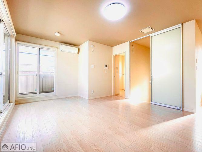 寝室 2面採光で明るく、風通しの良いお部屋です。