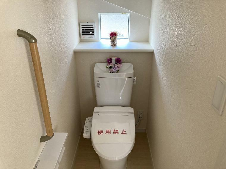 トイレ 忙しい朝の時間帯も安心の1.2階ウォシュレット付トイレ。