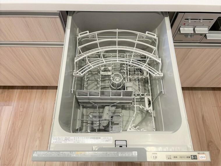 キッチン 節水・省エネの食洗機付き、水仕事が楽になりますね。