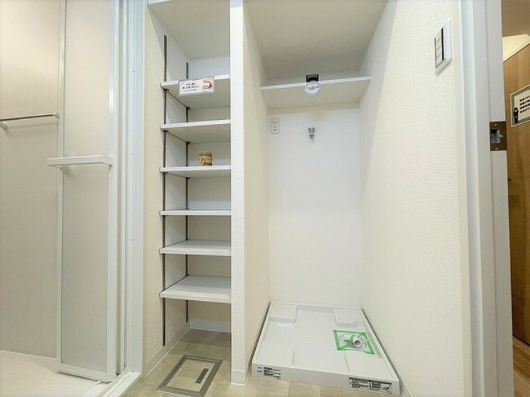 ランドリースペース 大容量の収納スペースで、洗面所もスッキリ広々。