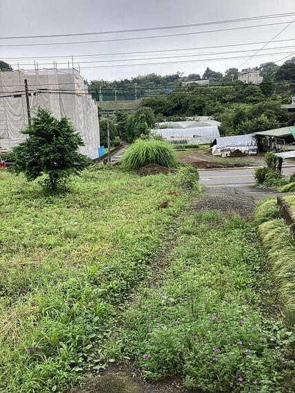 現況写真 ゆとりある敷地でお庭やガーデニングも形成いただけます。