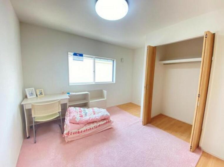同仕様写真(内観) <同仕様写真>たっぷりと収納できるクローゼットを完備。お部屋を有効に広く使うことができます!