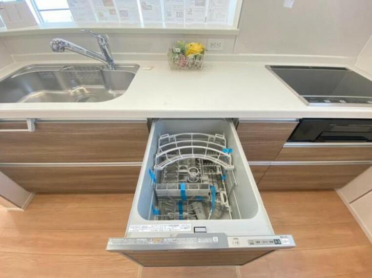 ボタンで簡単操作!家事の時短に便利な食器洗乾燥機を標準装備。