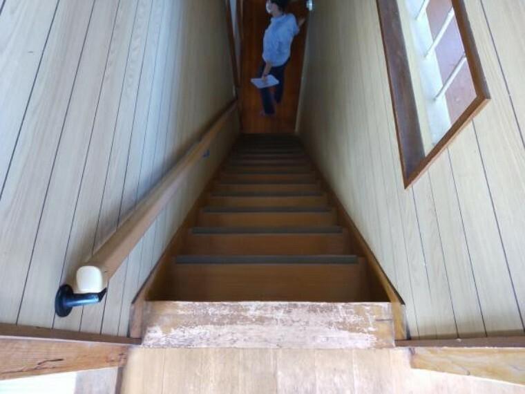 構造・工法・仕様 【リフォーム中】今回のリフォームで階段の架け替えを行います。2階に上がりやすくなるといいですね。