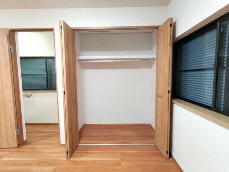 収納 【リフォーム済】2階9帖洋室にはクローゼット新設しました。タンスなどおく必要がないのでお部屋を目一杯使うことができますよ。