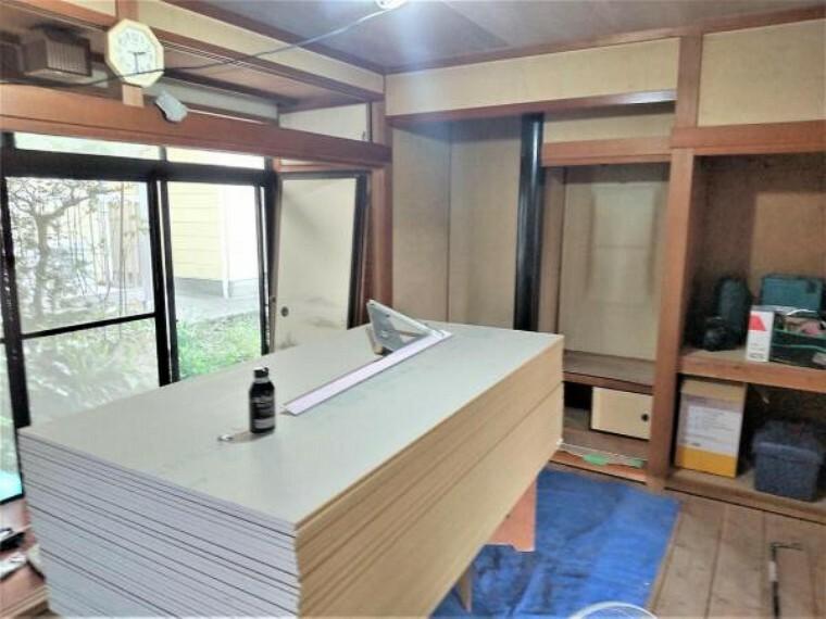 【リフォーム中写真】和室は畳の表替えを行います。いぐさの香る心地いい空間です。