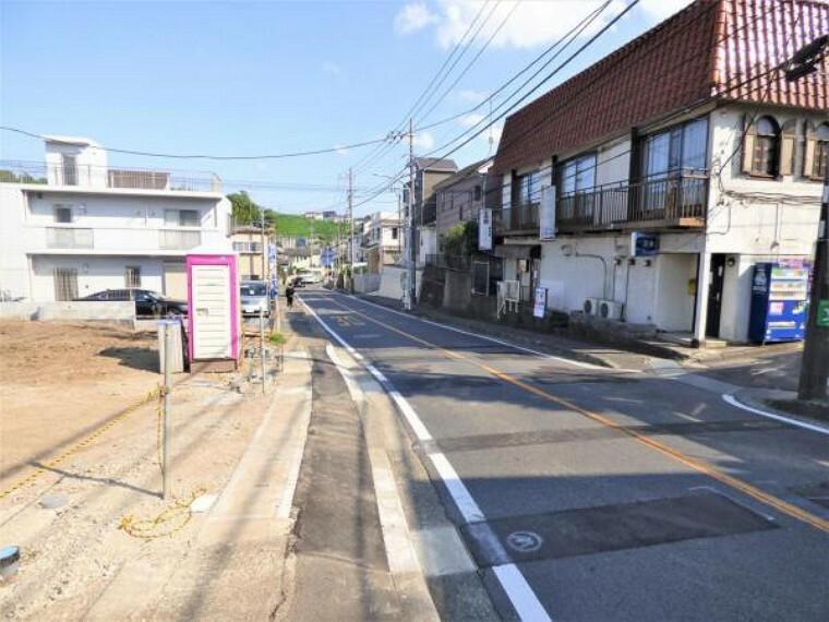 現況写真 しっかりと舗装された道路なので、お子様の自転車やベビーカーも安全に通行できます