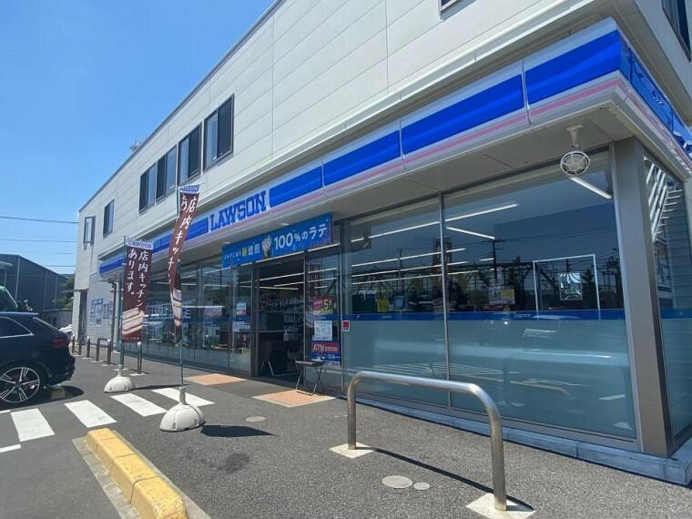 コンビニ ローソン藤沢一本松店(24時間営業ですので急なお買い物に便利ですね。)