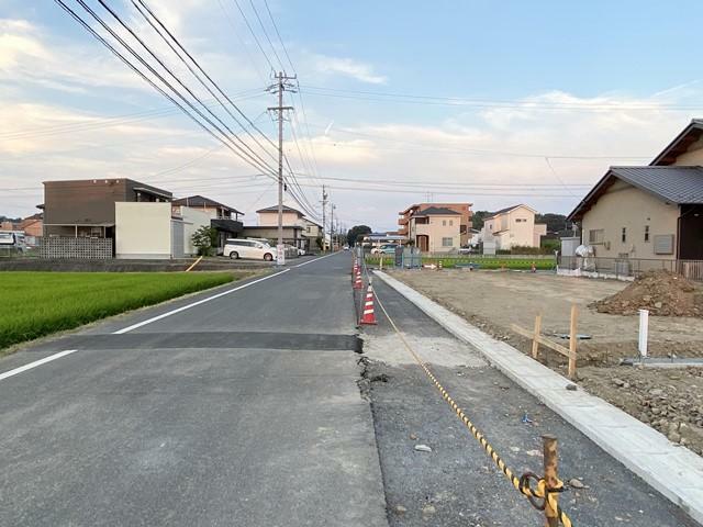 現況写真 前面道路(東向き)