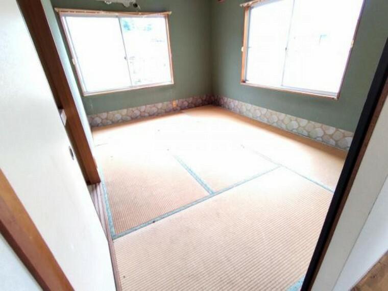 洋室 【リフォーム中】2階洋室です。使い勝手を考えて和室から洋室に間取り変更する予定です。天井・壁のクロス張替えの他、床は上張りし照明や火災報知器も新品を設置する予定です。
