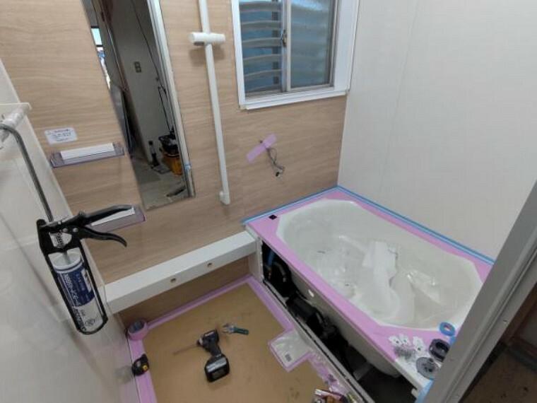 浴室 【同仕様写真】ハウステック製のユニットバスに新品交換をします。ゆったり足を伸ばして一日の疲れを癒やしてください。