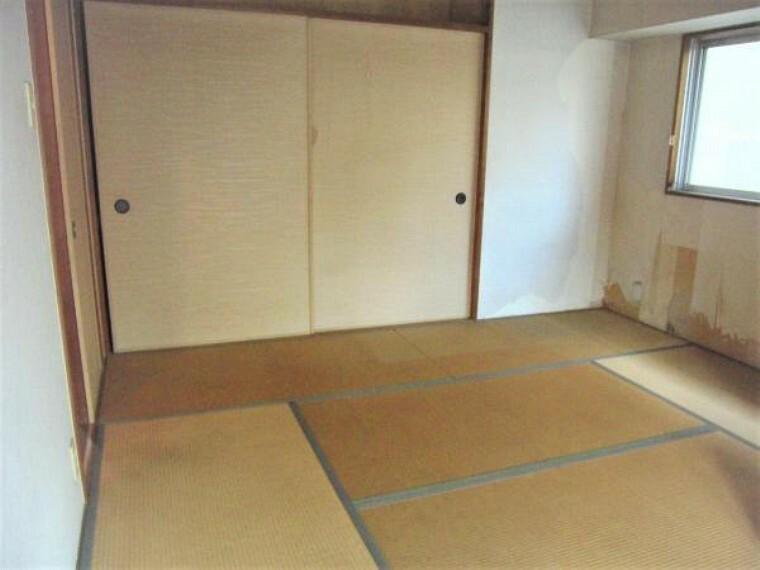 和室 リフォーム前の6帖和室。クロス、畳も新品に。