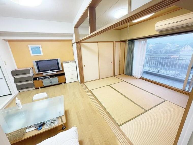 ダイニングテーブルやソファも設置可能です