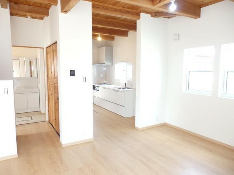 居間・リビング 壁付のキッチンなのでお料理に集中できますね。