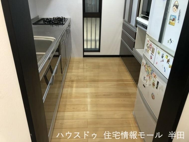 キッチン 収納や食器洗浄乾燥機が備わったキッチンです。