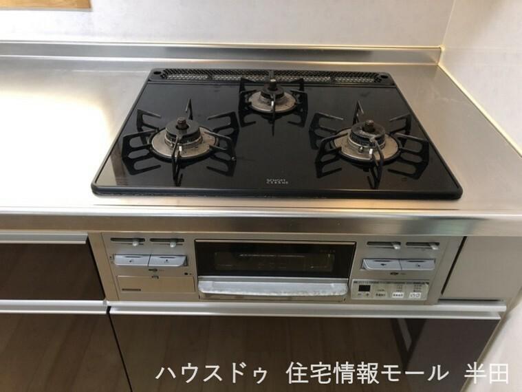キッチン 3口コンロは時短にも活躍!