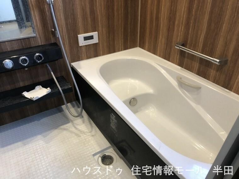 浴室 窓付きのバスルーム!