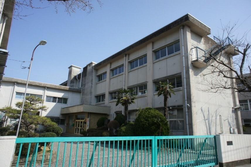 小学校 鏡島小学校まで徒歩約7分。(約500m)