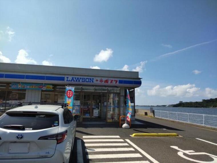 コンビニ 【周辺環境写真】ローソンポプラ湯梨浜松崎店様まで550m。(徒歩約7分)24時間営業のコンビニが近くにあると早朝や深夜での買い出しにも便利ですよね。