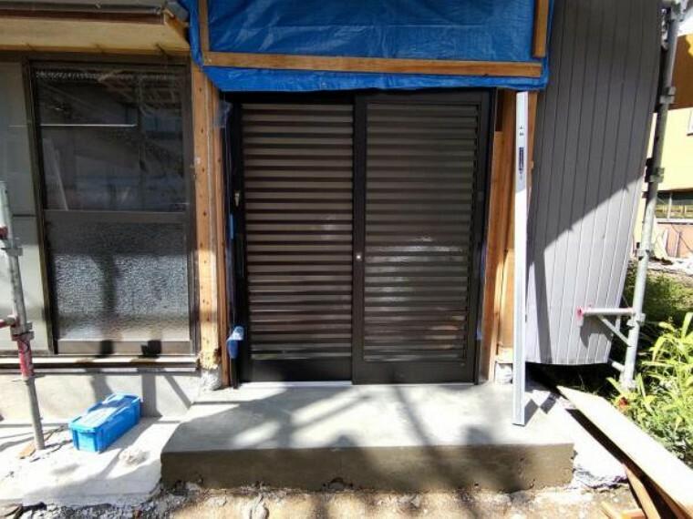 玄関 【リフォーム中】玄関部は減築を行い、大切なお車が停めやすいように工事を行います。