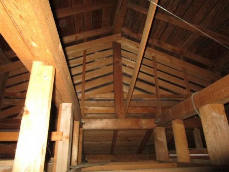 構造・工法・仕様 普段の生活ではなかなか見ることのない小屋裏までしっかりと点検を行いながらリフォームを行います。
