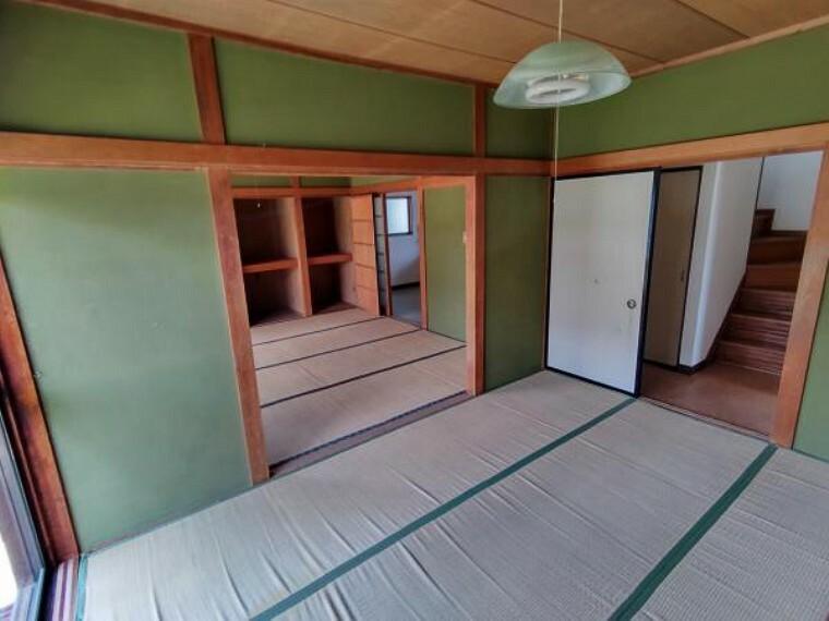 【現在リフォーム中】東側和室は畳の表替え、クロス貼替、照明交換を行います。玄関に近いお部屋なので客間としても利用できますね。
