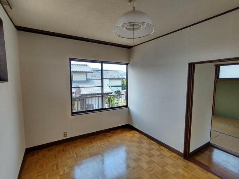 【現在リフォーム中】2階洋室はフローリングの貼替、クロス貼替、照明交換を行います。お子様にお部屋をプレゼントしてみてはいかがでしょうか。
