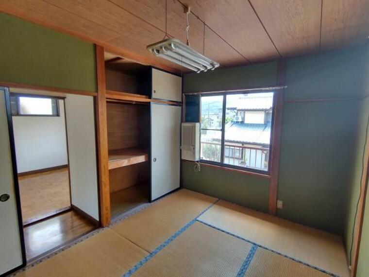 【現在リフォーム中】2階和室は洋室に間取り変更します。また、押入はクローゼットに変更するので丈の長いお洋服もハンガーに掛けて収納できますね。