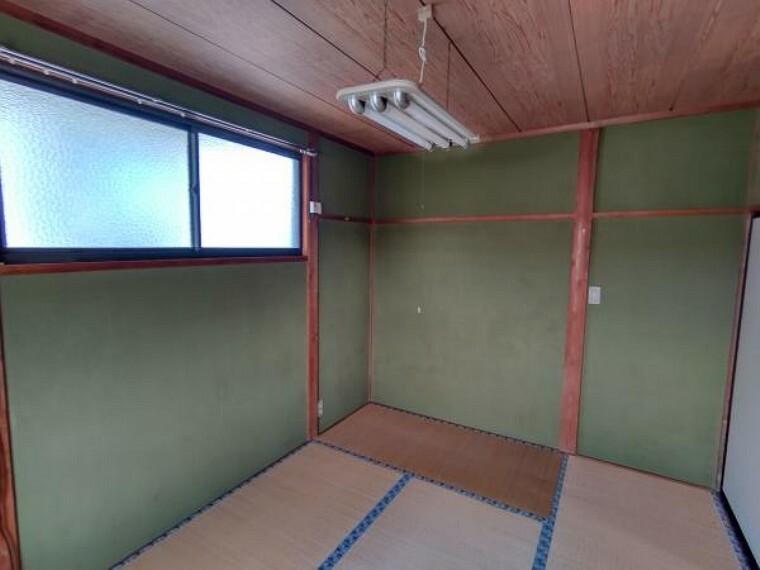 【現在リフォーム中】2階和室は洋室に間取り変更します。また、フローリングの貼替、、クロス貼替、照明交換を行います。