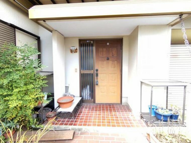 玄関 【リフォーム中】玄関です。玄関扉は塗装を行い、鍵は交換する予定です。