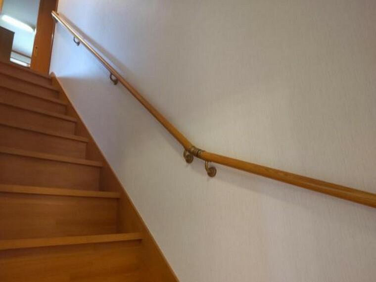 【リフォーム中】2階へ上がる階段です。手摺りが付いているので楽に上り下りが出来ます。クリーニングします。