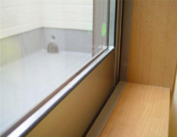 ペアガラス 窓には断熱性・保温性にすぐれ、省エネ効果のあるペアガラスを採用。冬には結露を防止します。