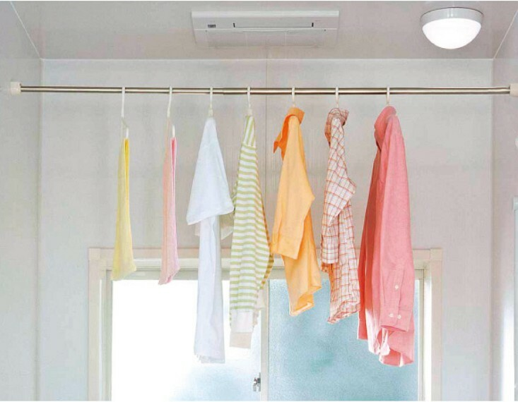 冷暖房・空調設備 浴室換気乾燥暖房機 予備暖房や衣類の乾燥に使用できる乾燥機を設置。雨の日の洗濯物や、部屋干しの衣類等の乾燥に活躍します。