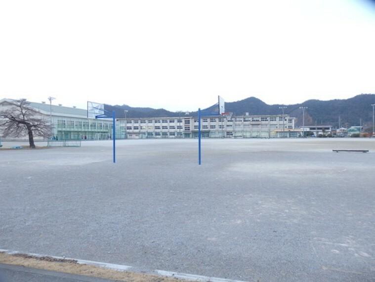 中学校 長森中学校まで徒歩約44分。(約3500m)