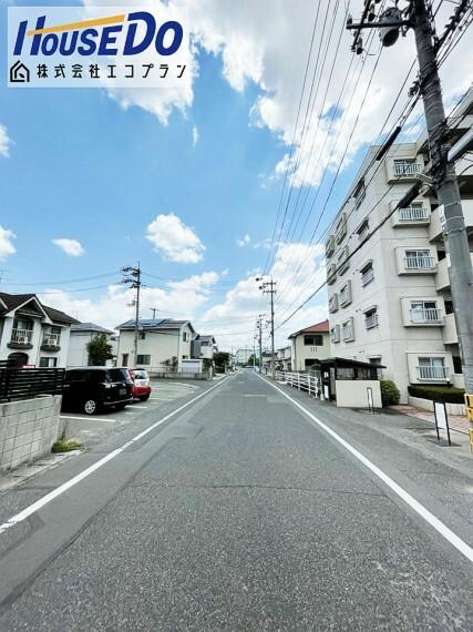 外観・現況 車通りも少なく、静かな環境なので 生活しやすいですね  30号線にも出やすい立地です!